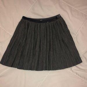 OshKosh size 7 Pleated Gray skirt
